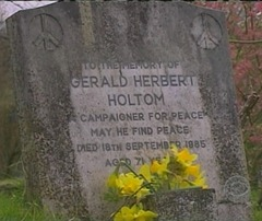 Holtom's grave with wrong orientation of peace sign symbols